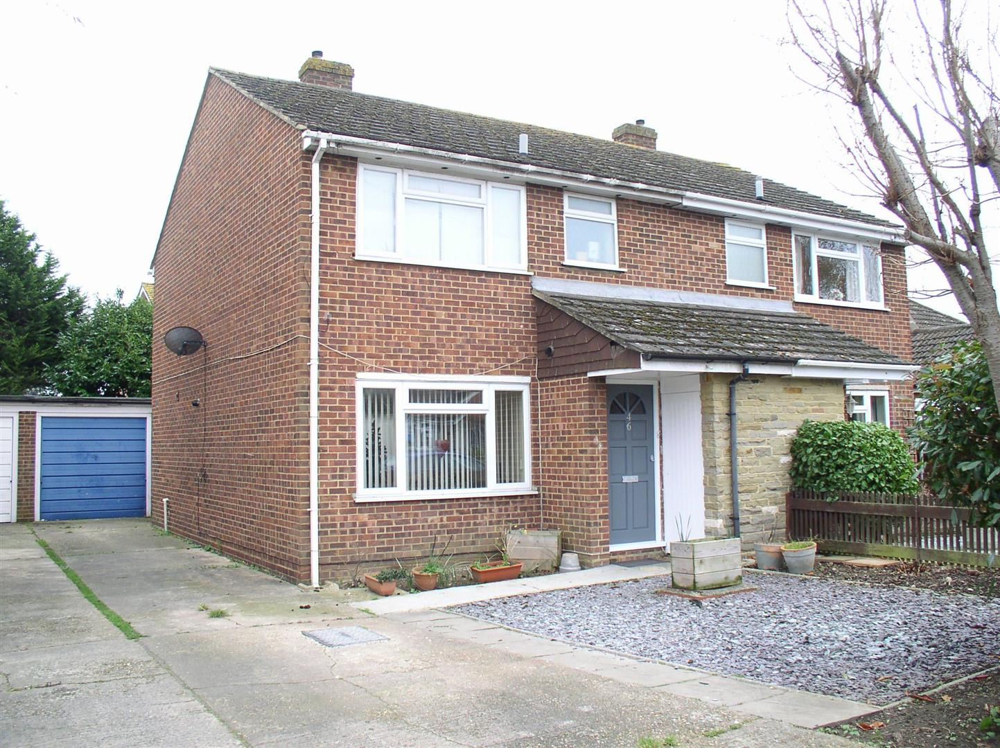 3 Bedrooms Semi Detached House for sale in Homefield Road, Walton-On-Thames